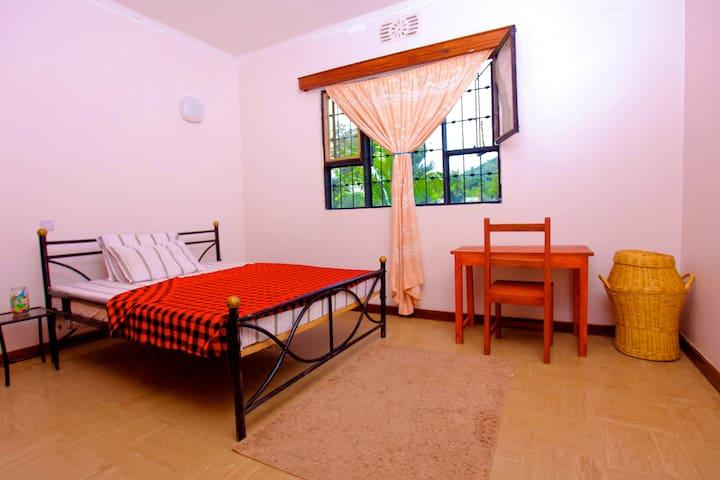 Spacious Arusha Home w. Hills