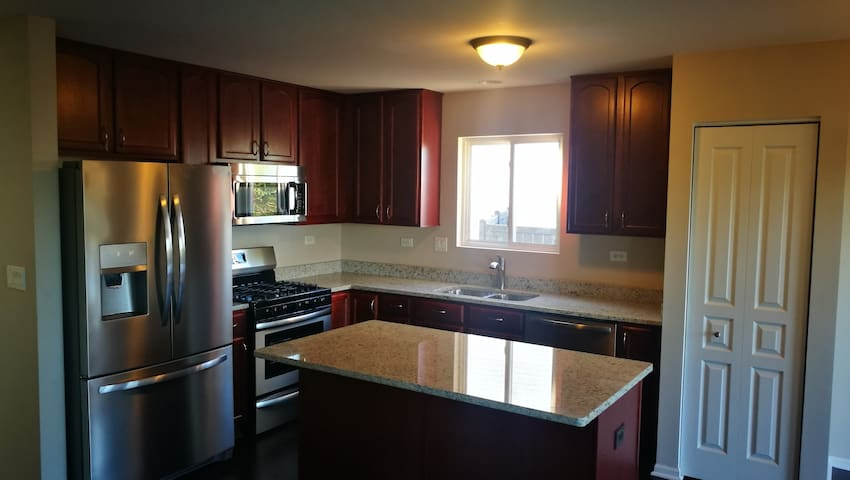 Remodeled 4-BR house - 13 miles to Norge Ski Club