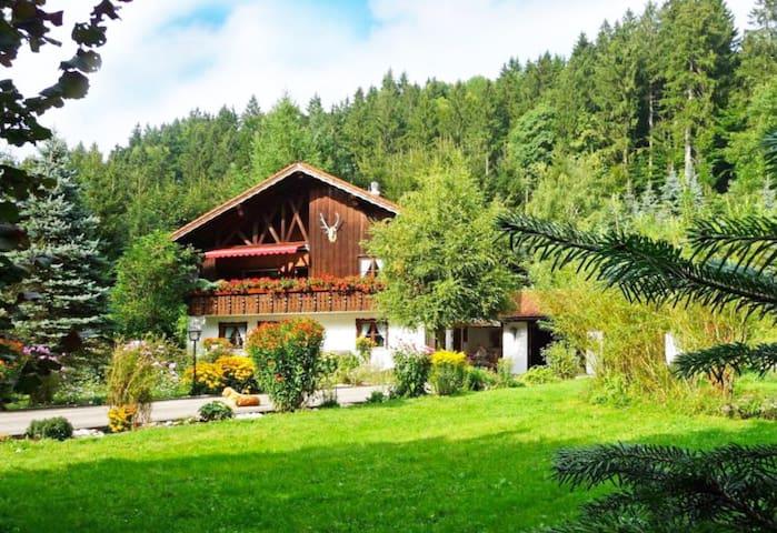 Romantisches Jagdhaus  in Alleinlage max. 17 Pers.