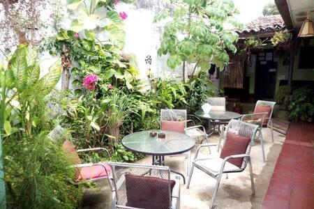 Hostal Entre Amigos Room#4(with shared bathroom) - Granada