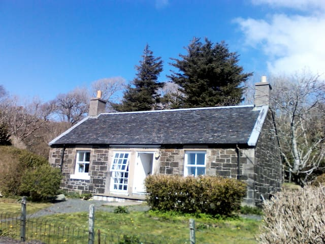 Rural cottage close to sea and Isle of Ulva - Isle of Mull - House