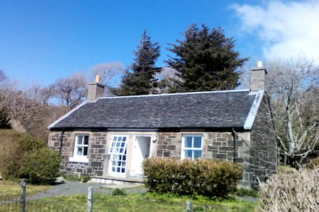 Rural cottage close to sea and Isle of Ulva - Isle of Mull