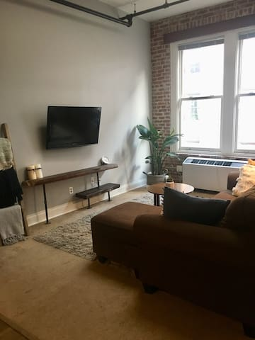Cozy Downtown KCMO Loft - 30 Day Rental