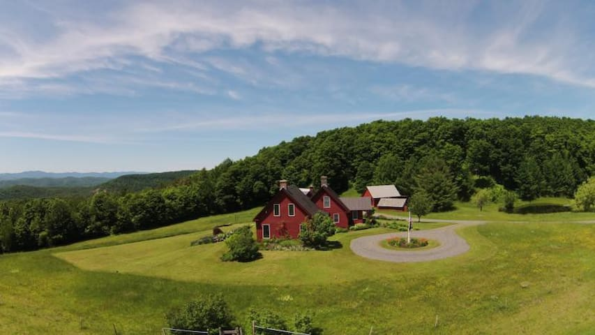Highland Farmhouse with views! - Sharon - Hus