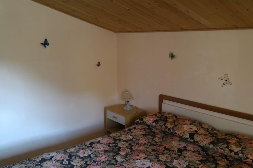 Camera da letto salmone