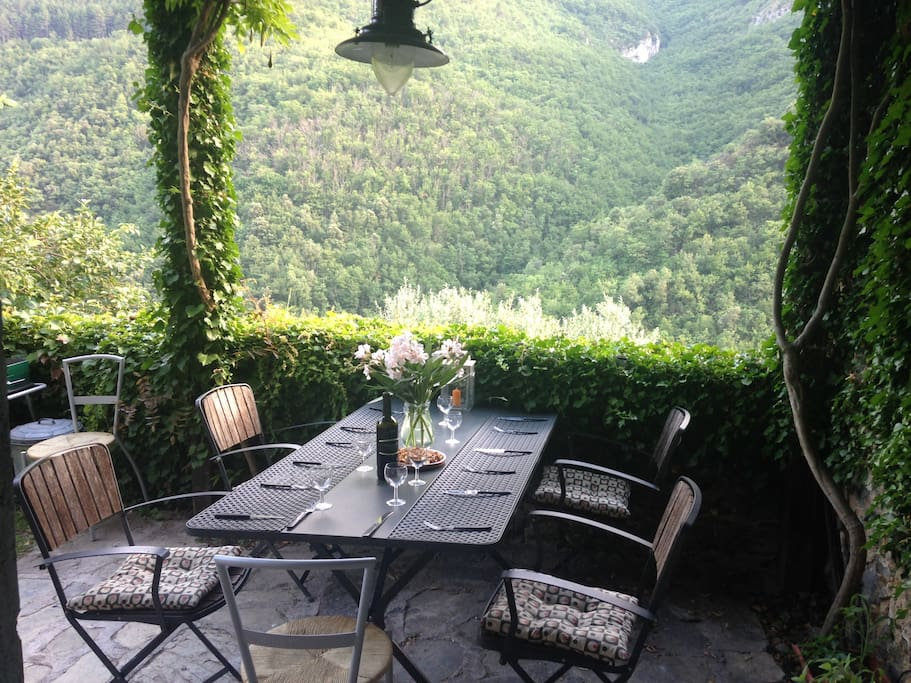 Private alfresco dining with amazing mountain views