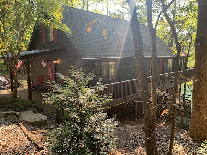 Lakefront Cabin in a secure resort N GA mountains