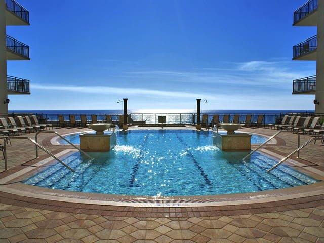 King , Luxurious Efficiency near Pool! 4th Floor