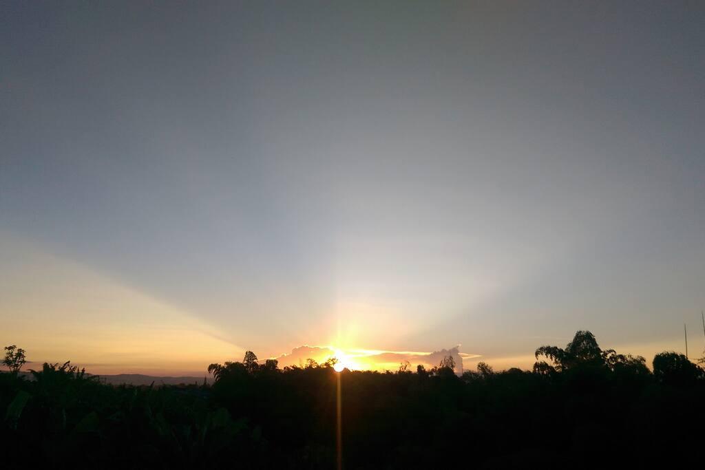 Desde el mirador puedes disfrutar los mejores atardeceres, enjoy diferent sunsets everyday.