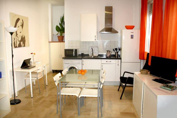 Moderno estudio en Sevilla.