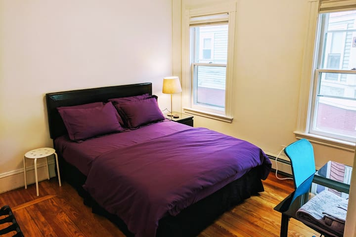 Cozy Clean 7min walk to Davis Sq Subway/Tufts U