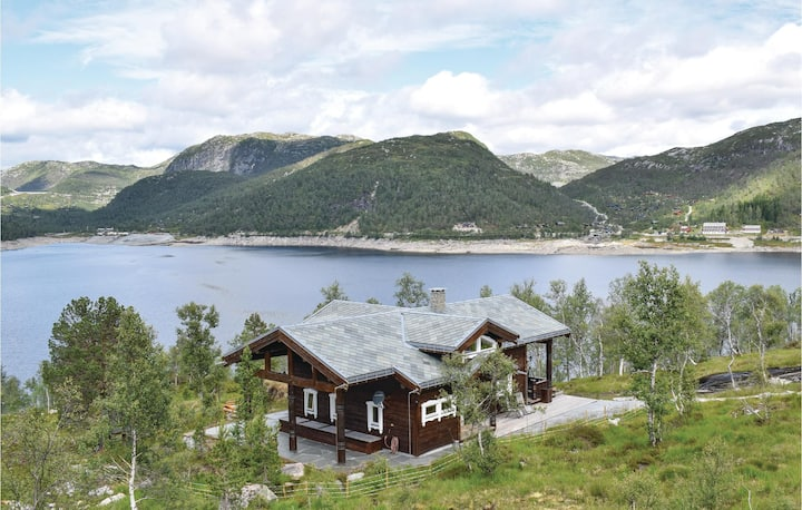 Stunning home in Matredal with Sauna, WiFi and 5 Bedrooms