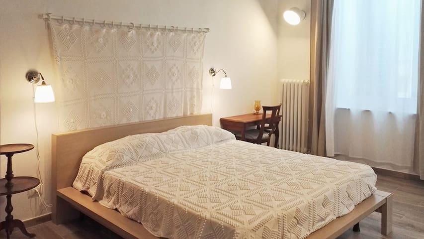 Matrimoniale/Tripla  con bagno - B&B Casa Borghini