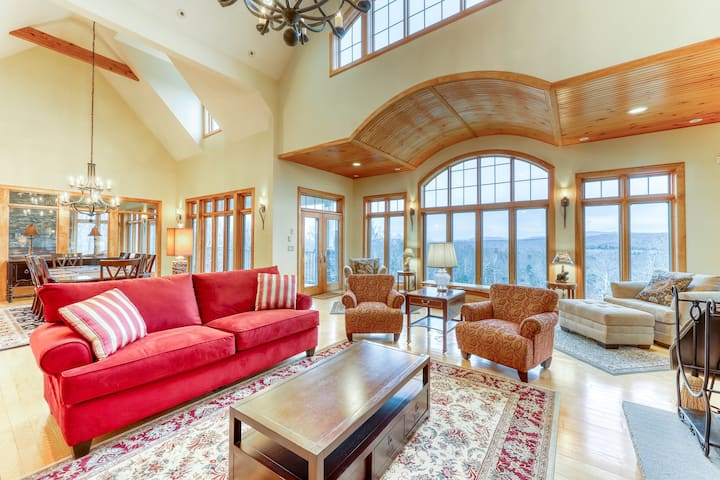 Luxurious mountain rental w/high-end touches, hot tub- dogs ok!