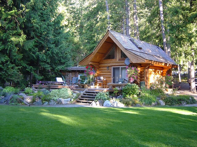 Lakefront Private Log Cabin - close to Pemberton - Mount Currie