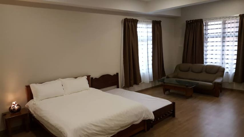Spacious room for 4 or more 5 mins from beach