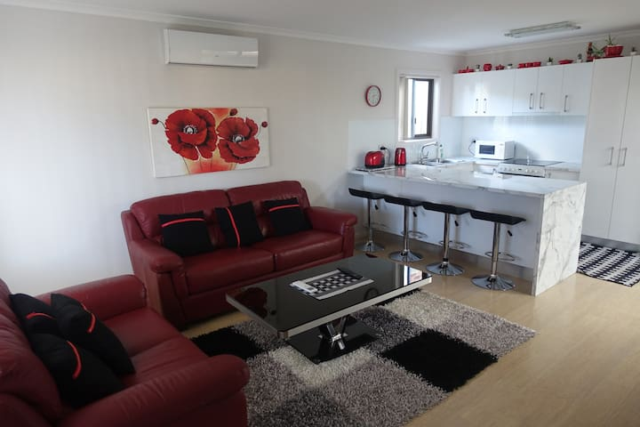 Private Granny Flat (Fully Self-contained) - Albion Park - Ev