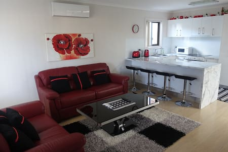 Private Granny Flat (Fully Self-contained) - Albion Park - Дом