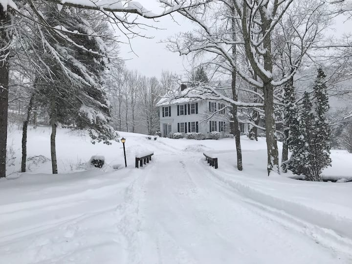 Perfect Multi-Fam Country Retreat-Near VT Skiing