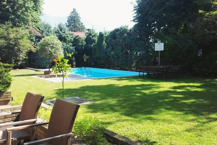 Wohnung  mit privat Garten und Pool