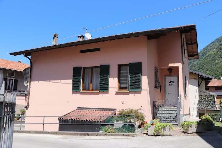 Milvia's apartment Lezzeno