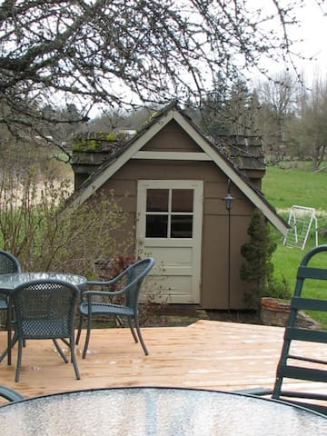 Tiny house  in Garden Setting