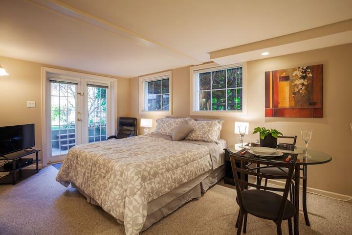 Attractive Suite, garden views, James Bay