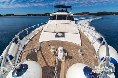 Luxury yacht in Novalja for 10people with 1000HP - Novalja - Barco