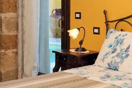 """B&b corte dei figuli """"CAMERA VOLTA A CROCIERA"""" - San Pietro In Lama - Bed & Breakfast"""