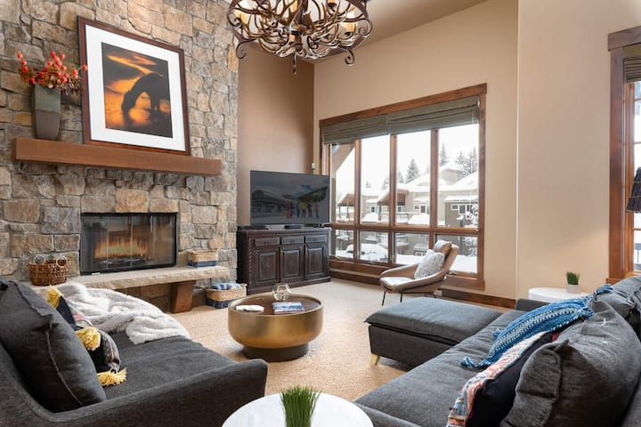 Townhome on the Creek | Pure Luxury | Private Hot Tub | Ski In / Ski Out