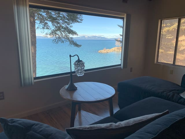 Lake Front 1BR w/Amazing Views & Private Beach!