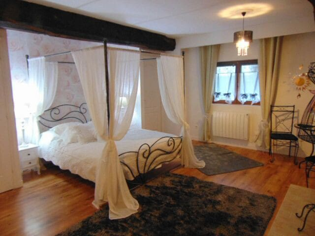 Chambre Noemie lit 160 à baldaquin - Notre-Dame-du-Touchet - Pousada