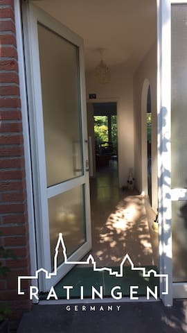Bright bedroom close to the fair - Ratingen - Bed & Breakfast