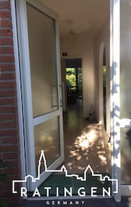 Bright bedroom close to the fair - Ratingen