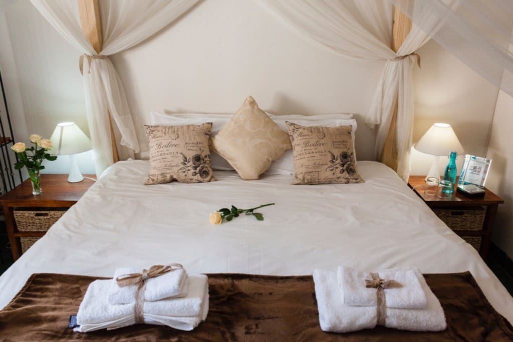 Four Poster Kingsize Bed