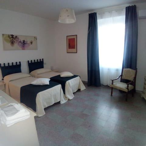 Camera doppia/ matrimoniale con letto aggiuntivo