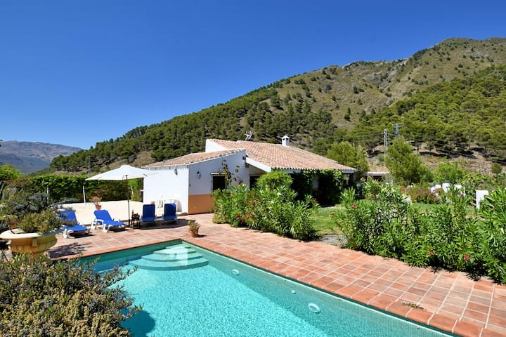 Attractive Holiday Home in Canillas de Aceituno with Terrace