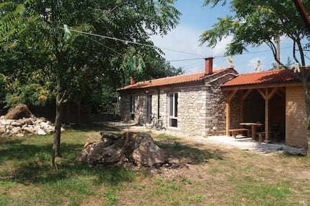 Homey Stone House to Chill out in Balgarevo