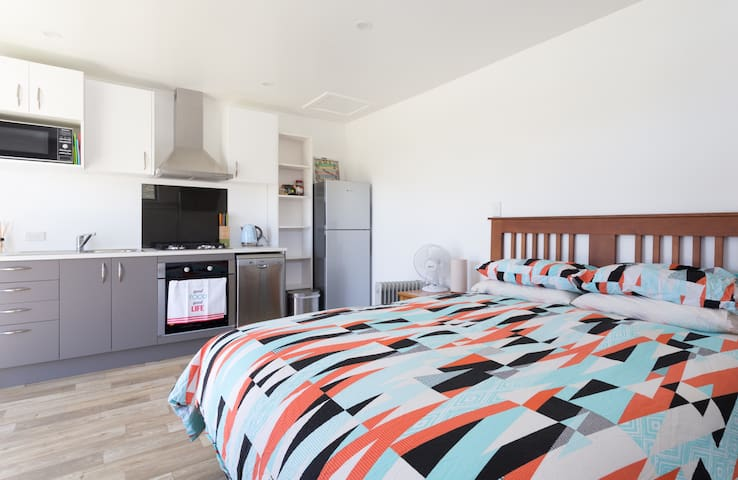 Quiet & sunny private studio in suburban paradise - Queenstown - Apartment