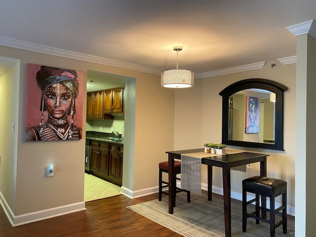 Upscale Buckhead Living/ with private bathroom