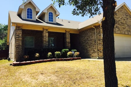 Cozy, Relax and, Charming 3/2 Home - Dallas - Hus