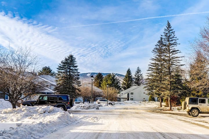 Riverside family-friendly condo w/pool-close to skiing & hiking