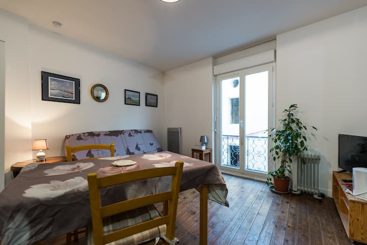 Lovely little flat (27m2) & balcony,  Blaye centre