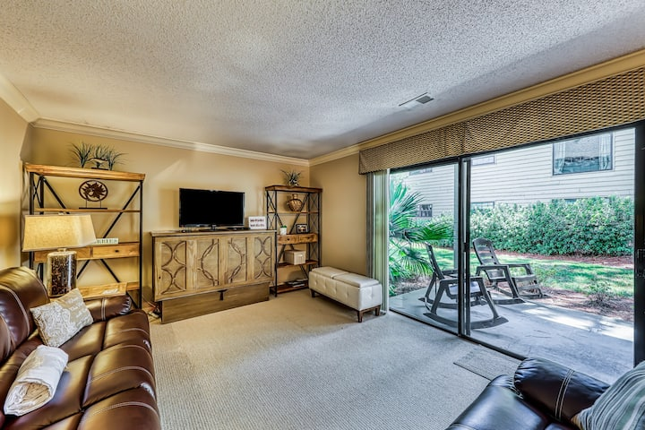 Unique condo near the Gulf w/ a furnished patio, shared, heated pool & tennis