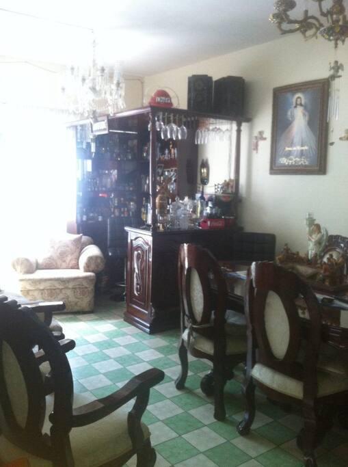 area de sala y comedor muy comoda y bonita.