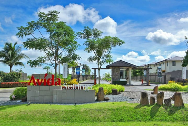 2BR 2T&B Nuvali gated-Home, Outdoor space, parking - Calamba - Casa