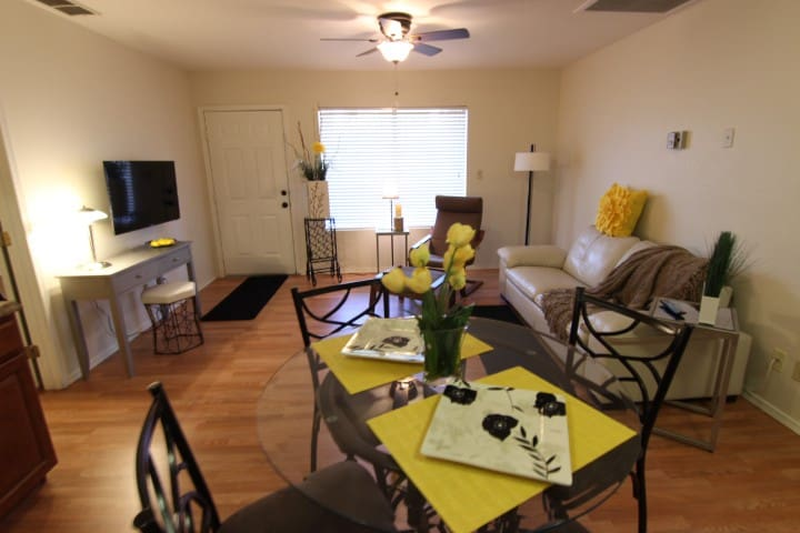 Lovely decorated model home in the Mtn foothills! - Apache Junction - Kondominium