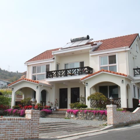 [1층] 네이비하우스 2 Navyhouse 독일마을 인근(차로 2분) 바다가 보이는 집