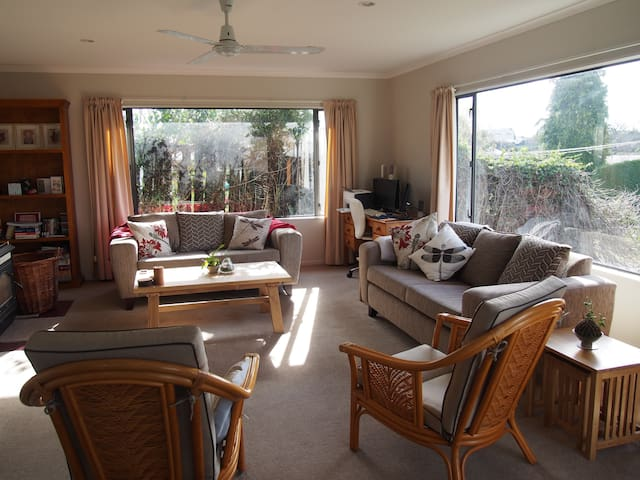 Comfortable & convenient to Lake Taupo & CBD
