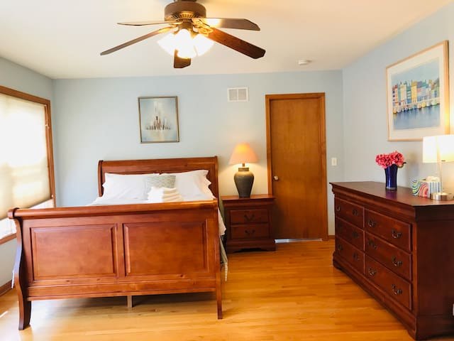 Downers Grove - Master Suite w/ Private Bath